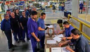 trabajadores_votando